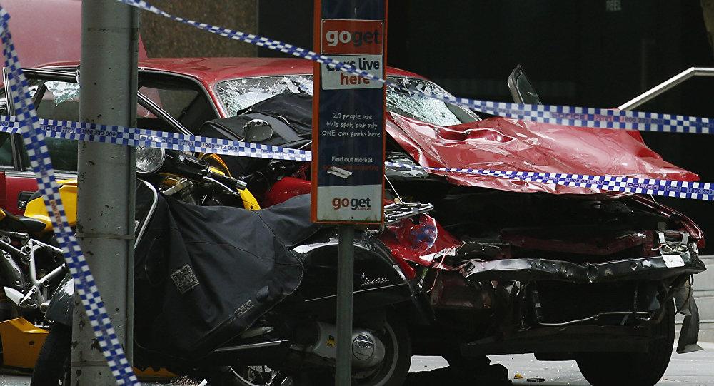 Avustralya'da bir kişi otomobilini yayaların üzerine sürdü