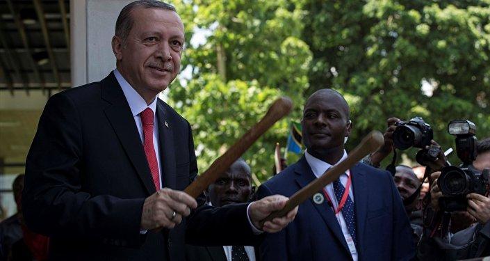 Cumhurbaşkanı Recep Tayyip Erdoğan, geleneksel Tazmanya davulu çaldı