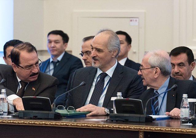 Astana görüşmelerine katılan hükümet heyetine Suriye'nin BM Büyükelçisi Caferi başkanlık ediyor.
