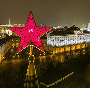 Kremlin'de, Vodovzvodnaya Kulesi'ndeki yıldız.
