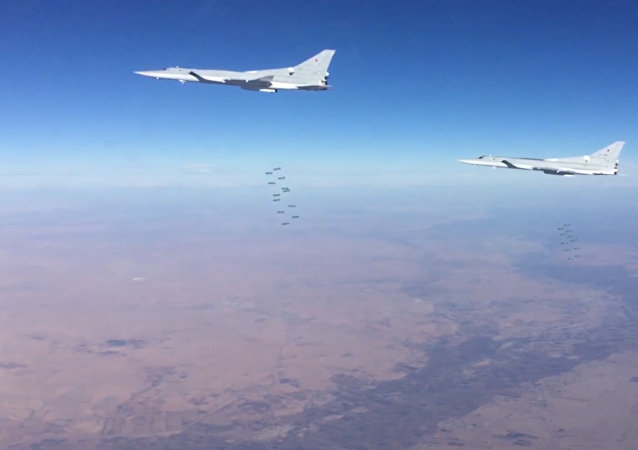 Rus uçakları Deyr ez Zor'da IŞİD'i yine vurdu
