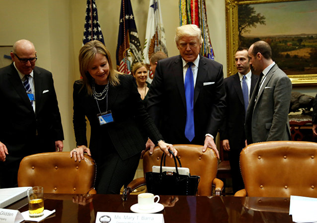 Donald Trump ve General Motors'un CEO'su Mary Barra