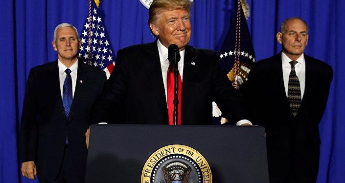 ABD Başkanı Donald Trump, Başkan Yardımcısı Mike Pence ve İç Güvenlik Bakanı John Kelly