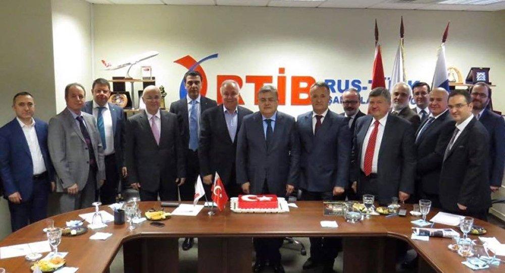 Türkiye'nin Moskova Büyükelçisi Diriöz, Türk işadamları ile görüştü