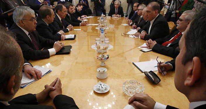 Suriyeli muhalifler Rusya Dışişleri Bakanı Sergey Lavrov ile Moskova'da görüştü