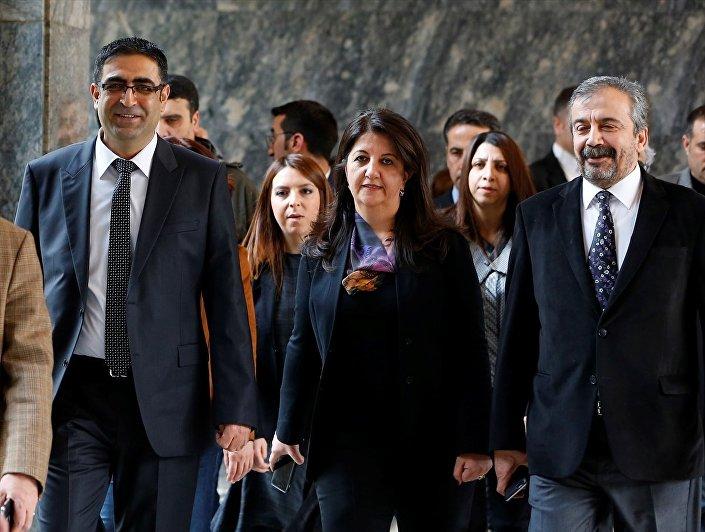 HDP TBMM Grup toplantısına Baluken'in yanı sıra Pervin Buldan ve Sırrı Süreyya Önder de katıldı.