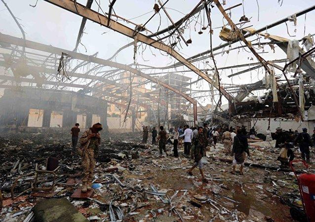 Yemen'de Suudi Arabstan öncülüğündeki koalisyonun bir cenazeye düzenlediği saldırıda en az 140 kişi hayatını kaybetti.