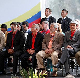 Barış görüşmelerine katılan ELN temsilcileri