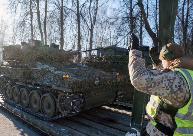 Letonya'da NATO savaş araçları ve silahlar gösterişinde FV107 SCIMITAR keşif makinesi.