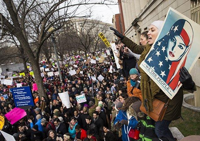 Beyaz Saray önünde Trump karşıtı protesto