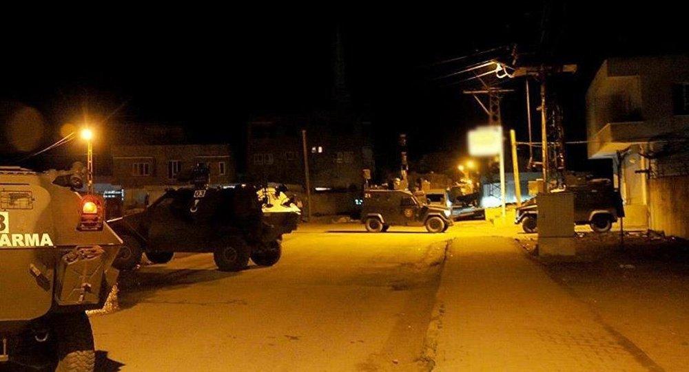Diyarbakırda bombalı saldırı: 2si polis 9 kişi yaşamını yitirdi, 100den fazla yaralı
