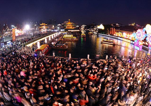 Çin festivalinde 700 bin kişi bir tapınakta toplandı
