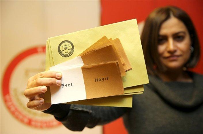 Birleşik oy pusulası beyaz ve kahverengi olacak.