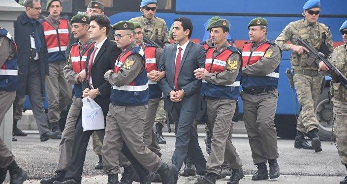 'Erdoğan'a suikast timi' sanıkları duruşma salonuna götürülürken.