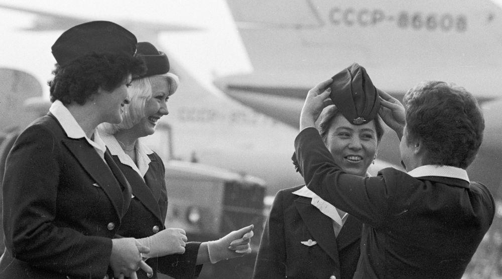 Aeroflot hostesleri uçuş öncesinde