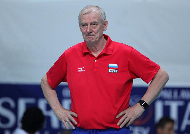 1989-99 yıllarında Emlak Bankası bayan voleybol takımını çalıştıran Rus asıllı antrenör Vladimir Kuzyutkin.