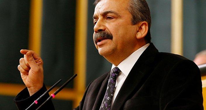 Sırrı Süreyya Önder HDP'nin grup toplantısında konuştu