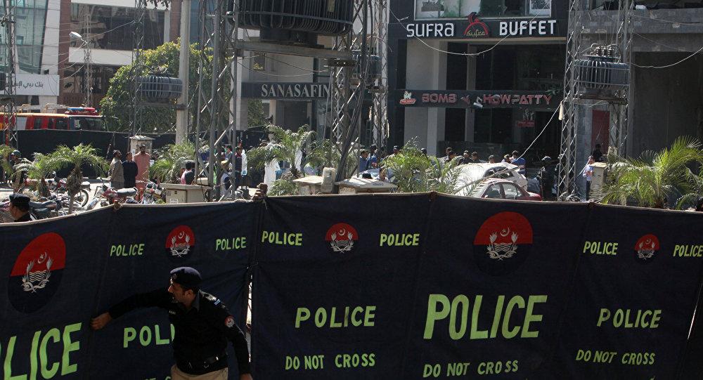 Lahor'daki patlamanın gerçekleştiği alanın etrafı polis tarafından çevrildi