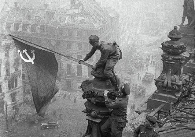 Kızıl Ordu'nun Berlin zaferinin sembolü Reichstag