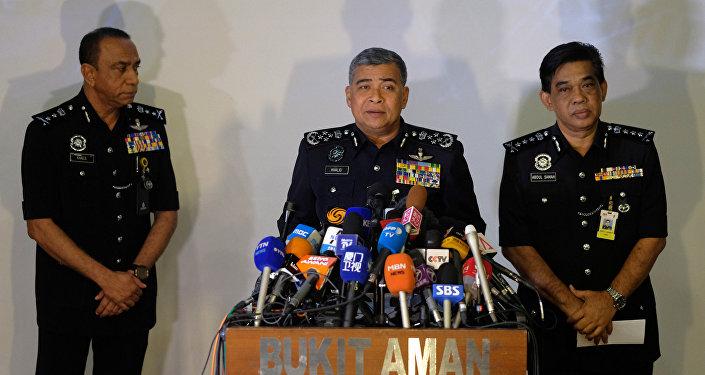 Malezya Emniyet Genel Müdürü Halit Ebubekir (ortada), Kim Jong-nam'ın suikastıyla ilgili basın açıklamasında