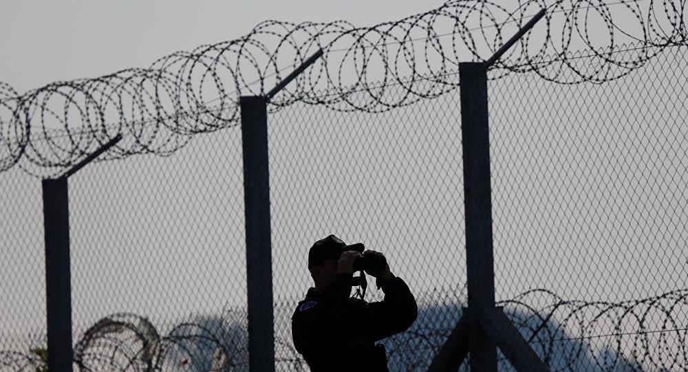 Macaristan, Sırbistan sınırına ikinci tel örgüyü çekti