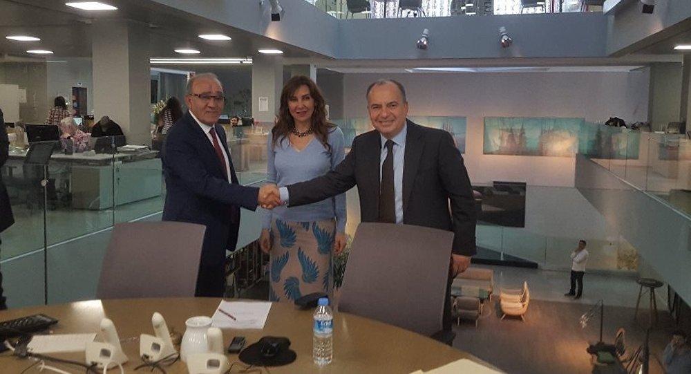 Hürriyet Genel Yayın Yönetmenliği görevine getirilen Fikret Bila ve görevi bırakan Sedat Ergin