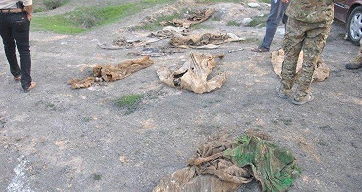 Musul kentinin güneyindeki Ruju köyü yakınında bulunan toplu mezar