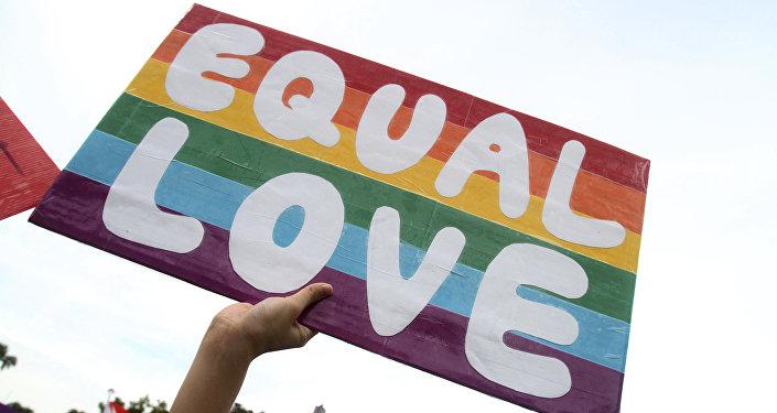 Finlandiya'da eşcinsel evlilik yasallaştırıldı