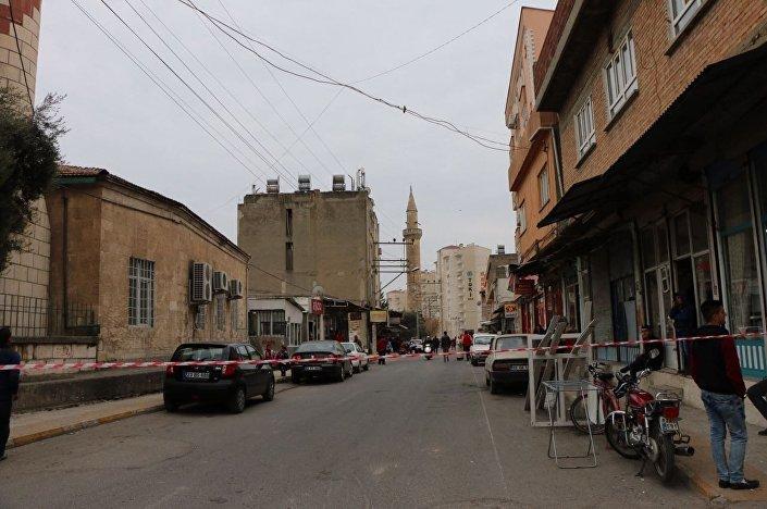 Adıyaman merkezdeki Musalla Camisi'nin minaresinde depremden dolayı hasar meydana geldi