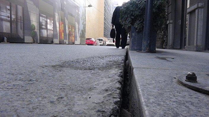 Galataport inşaatının yapıldığı Kemankeş caddesi üzerinde çatlak ve yarıklar oluştu