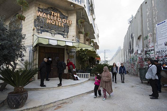 Banksy'nin sanat oteli, 'duvar' manzaralı.