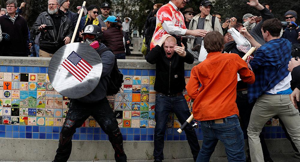 Donald Trump destekçileriyle karşıtları arasında çatışma
