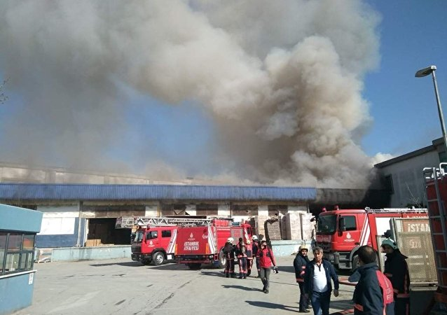 İstanbul Esenyurt'ta boya fabrikası deposunda yangın