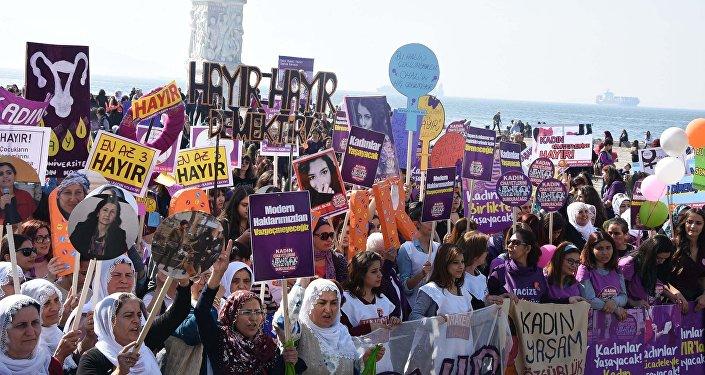 8 Mart Kadın Platformu'nun İzmir mitingi