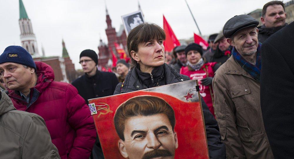 Josef Stalin 64. ölüm yıldönümünde Moskova'da anıldı