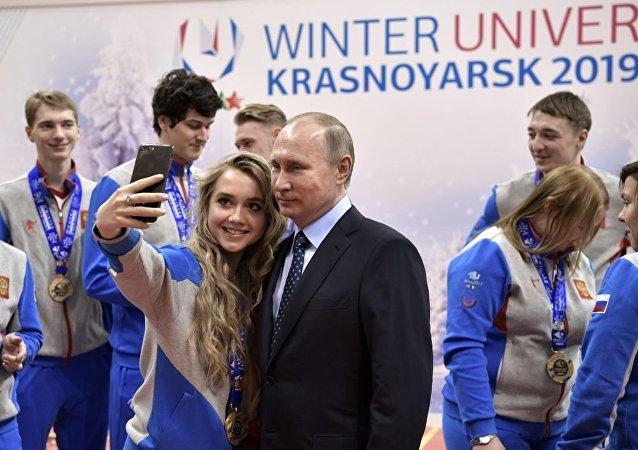 Rusya Devlet Başkanı Vladimir Putin, Krasnoyarsk'taki Biatlon Akademisi Bölgesel Eğitim Merkezi'nde.