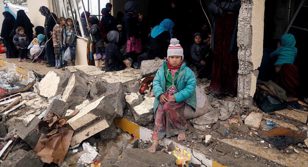 Musul operasyonu nedeniyle evlerini terk etmek zorunda kalan siviller / Iraklı çocuklar