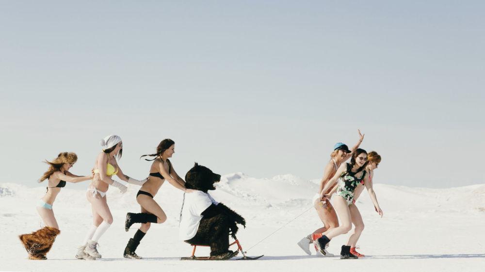 Katılımcılar Ulan-Ude kentinde bir araya gelerek Baykal Gölü'nün yolunu tuttu.
