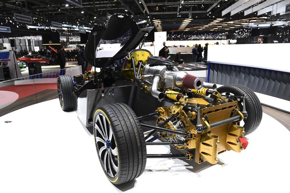 Çin yapımı Techrules' REN elektrikli süper otomobilin iç kurgusu.