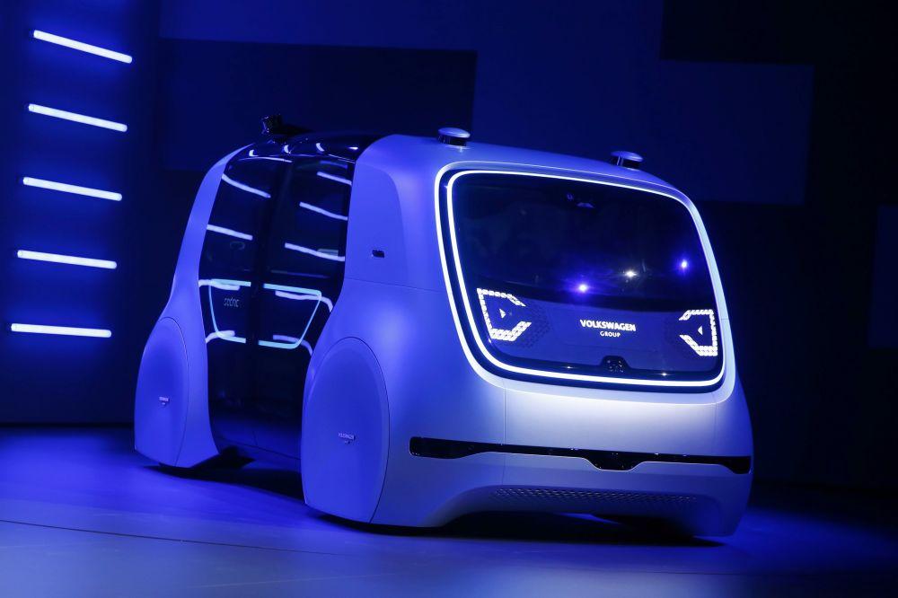 Volkswagen, ilk kendi kendini yöneten 4 kişilik konsept arabası Sedric'i (self-driving car) tanıttı.