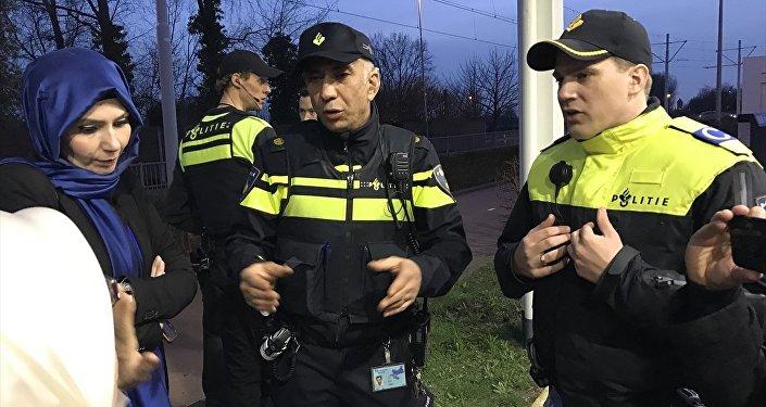 Hollanda polisi, Aile ve Sosyal Politikalar Bakanı Fatma Betül Sayan Kaya'nın konvoyunu durdurdu