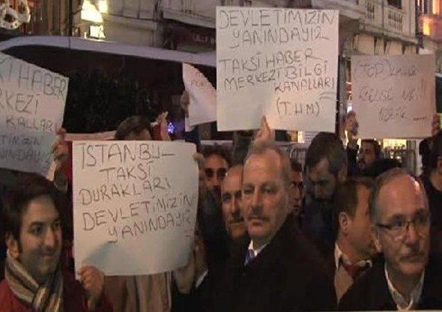 Taksicilerden konsolosluk önünde Hollanda protestosu