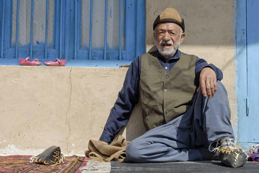 İran'ın kuzeyinde halk, Nevruz kutlamalarına hazır. Hava sıcaklığı 20 dereceyi buluyor, yerliler günü dışarıda güneş altında geçiriyor.