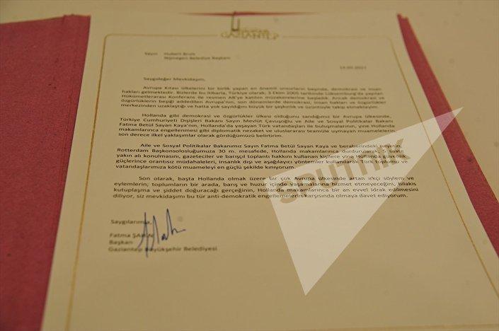 Şahin, Gaziantep'in kardeş şehri olan Hollanda'nın Nijmegen kentinin Belediye Başkanı Hubert Bruls'a mektup göndererek yaşanan olaylara tepki göstermesini istedi.