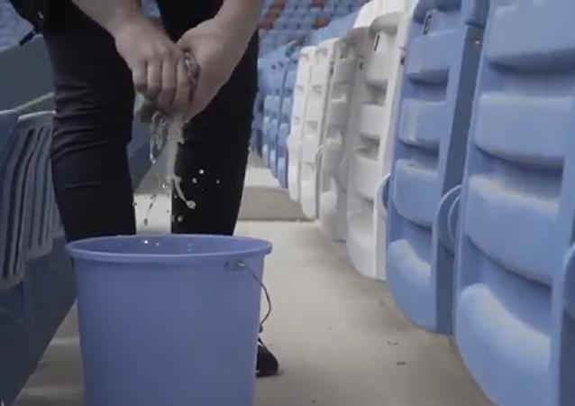 Trabzonsporlu taraftar, ceza olarak stat koltuklarını sildi
