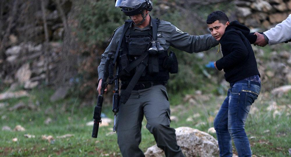 İsrail polisi Ramallah'ta göstericilere müdahale ediyor