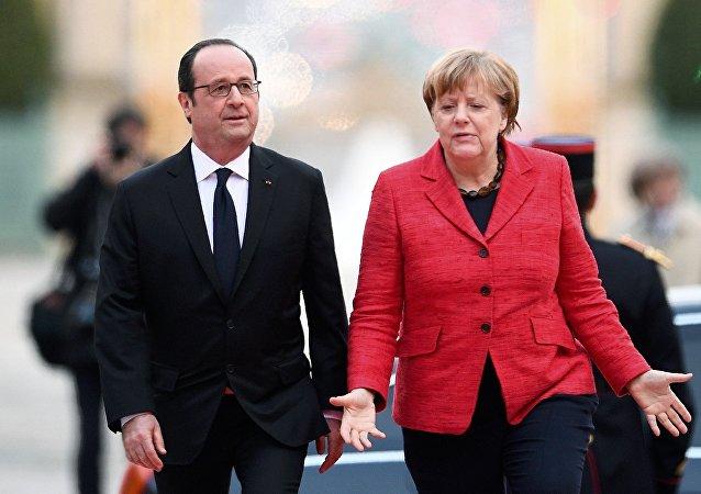 Fransa Cumhurbaşkanı François Hollande ve Almanya Başbakanı Angela Merkel