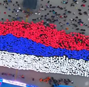 Kırım'ın Rusya'ya bağlanmasının 3. yıldönümü çerçevesinde Sivastopol'de toplanan yüzlerce yarımada sakini 'canlı' Rusya bayrağını oluşturdu.
