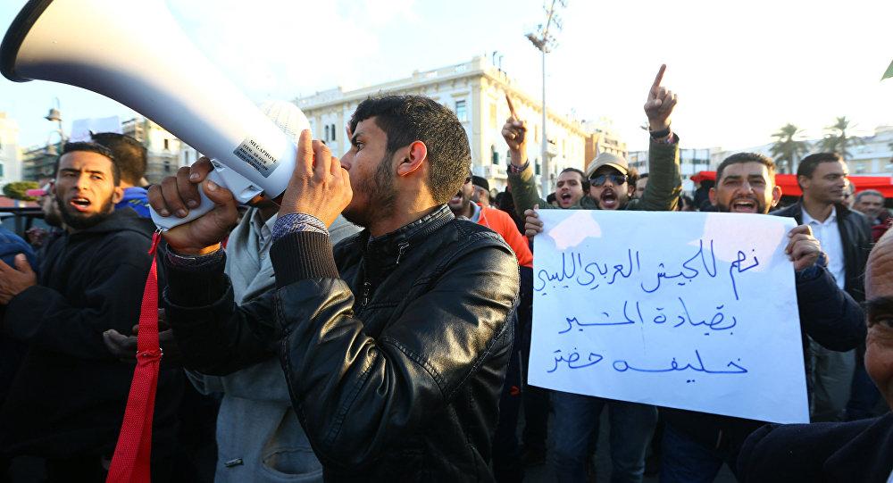 Trablus'da militanların kentten çıkarılmasını isteyen eylemcilere ateş açıldı
