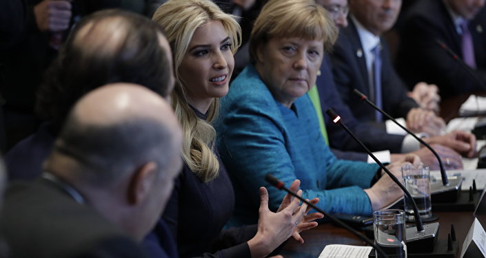 Ivanka Trump ve Angela Merkel